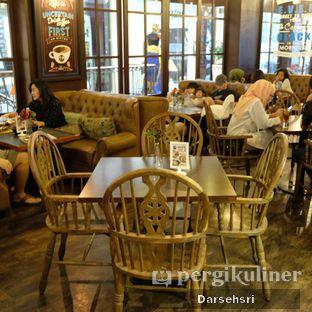 Foto 9 - Interior di GB Bistro & Dessert oleh Darsehsri Handayani