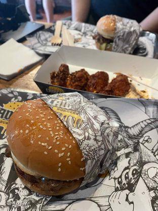 Foto - Makanan di Lawless Burgerbar oleh @diokharisma