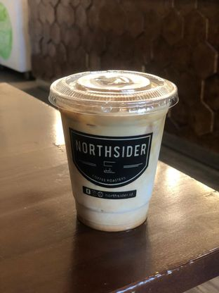 Foto 2 - Makanan(Latte) di Northsider Coffee Roaster oleh Vising Lie