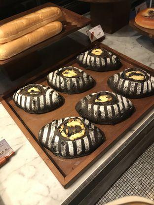 Foto 1 - Makanan di Francis Artisan Bakery oleh bataLKurus