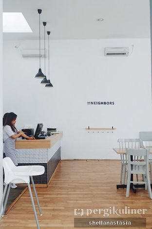 Foto 5 - Interior di The Neighbors Cafe oleh Shella Anastasia