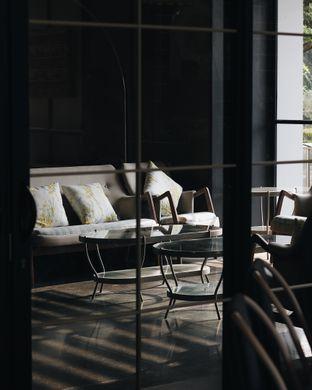 Foto 3 - Interior di Hours Coffee & More oleh Erika Karmelia