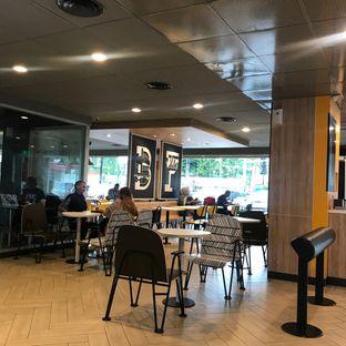Foto 9 - Interior di McDonald's oleh Della Ayu