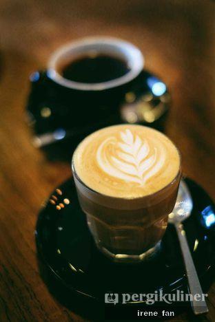 Foto 2 - Makanan(Hot Flat White) di Scandinavian Coffee Shop oleh Irene Stefannie @_irenefanderland
