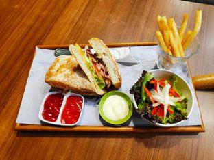 Foto 2 - Makanan(Smoked Chicken Ciabatta) di Mokka Coffee Cabana oleh melisa_10