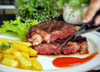 Meat Lovers Harus Tahu Ini! Tips Memilih Steak yang Enak Disantap