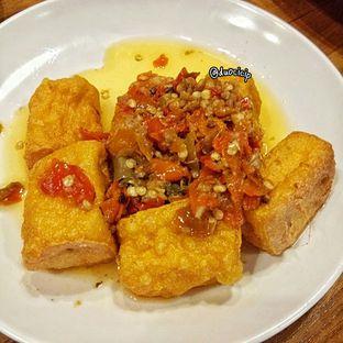 Foto 8 - Makanan(Tahu Penyet Pedas Gak Nyantai) di Sambal Khas Karmila oleh felita [@duocicip]