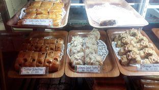 Foto 1 - Interior(Pastry Galore) di Tizi's Cakeshop & Resto oleh Rinni Kania