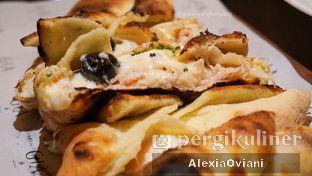 Foto 10 - Makanan(Calzone Prosciutto E Olive Nere) di Gia Restaurant & Bar oleh @gakenyangkenyang - AlexiaOviani