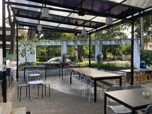 Foto 3 - Interior di Miluyu Coffee Lounge oleh Fadhlur Rohman