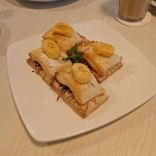 Foto 4 - Makanan(Banan Choco Puff) di Omaha Coffee & Eatery oleh 33eat