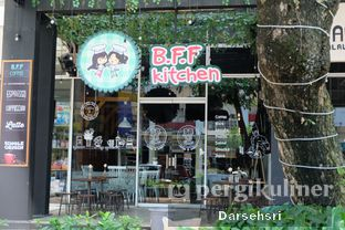 Foto 12 - Eksterior di B.F.F Kitchen oleh Darsehsri Handayani
