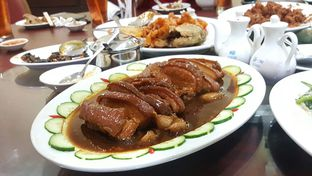 Foto 5 - Makanan(Babi Hong) di Gunung Mas oleh Naomi Suryabudhi