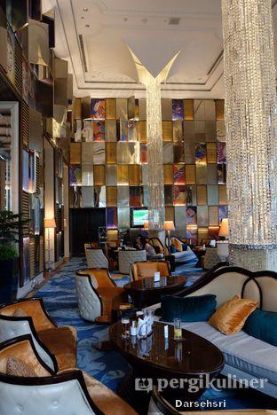 Foto 4 - Interior di The Writers Bar - Raffles Jakarta Hotel oleh Darsehsri Handayani