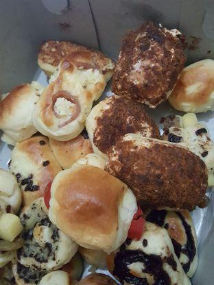 Foto 8 - Makanan di Roti Unyil Venus oleh Stallone Tjia (@Stallonation)