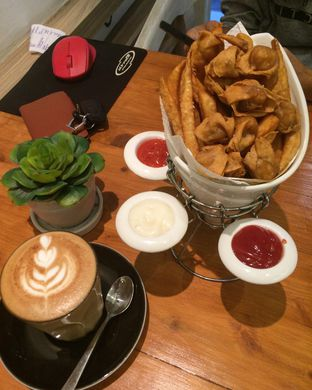 Foto - Menu(Cafe Latte & Snacks Platter) di One Eighteenth oleh Bambang Suhartono