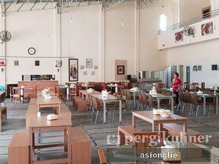 Foto 10 - Interior di Waroeng Kampoeng Seafood & Ropang oleh Asiong Lie @makanajadah