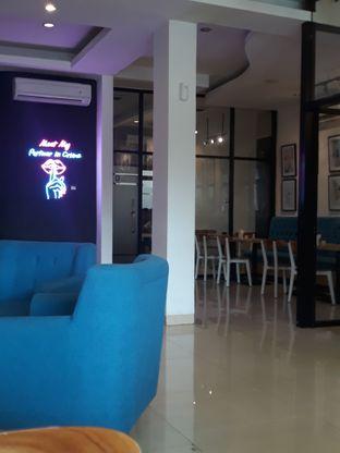 Foto 5 - Interior di Meet n Work Coffee & Eatery oleh Mouthgasm.jkt