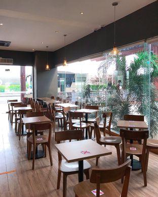 Foto 10 - Interior di Maxx Coffee oleh yudistira ishak abrar