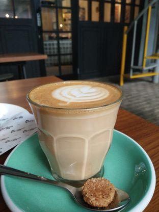 Foto 1 - Makanan(Caffe latte) di Old Ben's oleh zelda