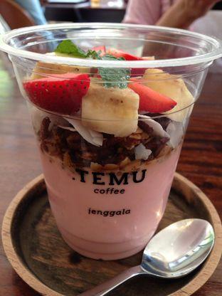 Foto 2 - Makanan(Berry Banana Bowl) di Titik Temu Coffee oleh awakmutukangmakan