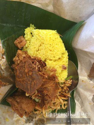 Foto 1 - Makanan(nasi kuning daging) di Nasi Kuning Pojok Pasar Pucang oleh @mamiclairedoyanmakan