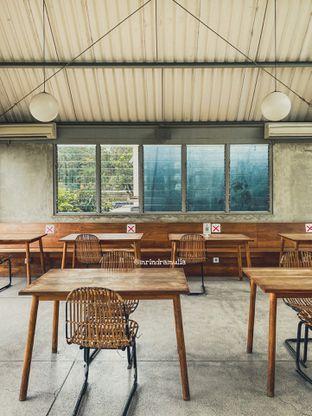 Foto 12 - Interior di Warung Nako oleh Indra Mulia