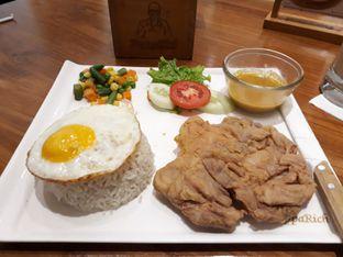 Foto 1 - Makanan( Chicken Chop with Curry Sauce) di PappaRich oleh Niesahandayani