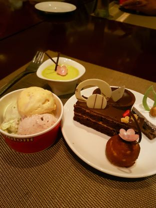 Foto 2 - Makanan di The Cafe - Hotel Mulia oleh ig: @andriselly
