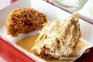 Foto 1 - Makanan(Super Besar Salted Egg) di KFC oleh Asharee Widodo