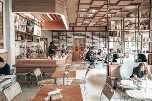Foto 2 - Interior di Kopi Warga oleh Desanggi  Ritzky Aditya