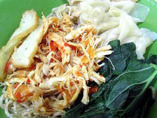 Foto 1 - Makanan(Bakmi ayam suwirrr rica2 + pangsit) di Bakmi Ayam Suwirrr oleh Alfred