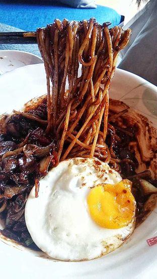 Foto 11 - Makanan(Jjajangmyeon ) di Noodle King oleh duocicip