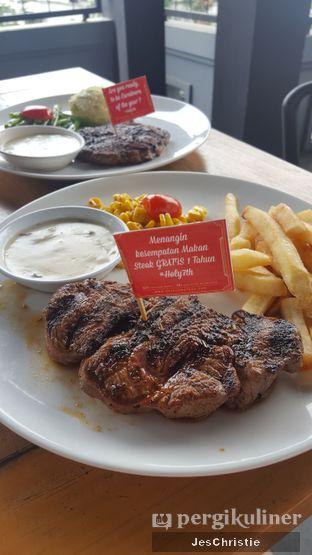 Foto 4 - Makanan(Australian Tenderloin) di Steak Hotel by Holycow! oleh JC Wen