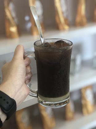 Foto 1 - Makanan(Es Kopi Susu) di Kong Djie Coffee Belitung oleh feedthecat