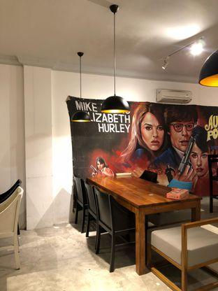 Foto 7 - Interior di Hello Cafe & Board Games oleh Mitha Komala