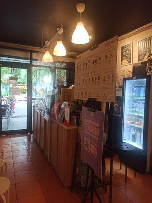 Foto 5 - Interior di Cowcat Coffee & Toast oleh Rachmat Kartono