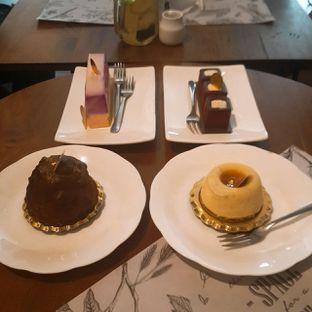 Foto - Makanan(Sacher(kiri bawah) Rum Raisin (kanan bawah) L'amour(kiri atas) Gianduja Latte (kanan atas)) di Sukha Delights oleh JSL story instagram : johan_yue