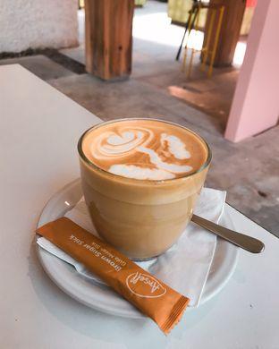 Foto 3 - Makanan(Latte) di Mumukuru oleh IG: @delectabletrip
