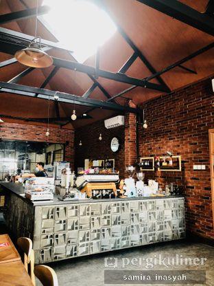 Foto 12 - Interior di Kolonial Bistro & Roastery oleh Samira Inasyah
