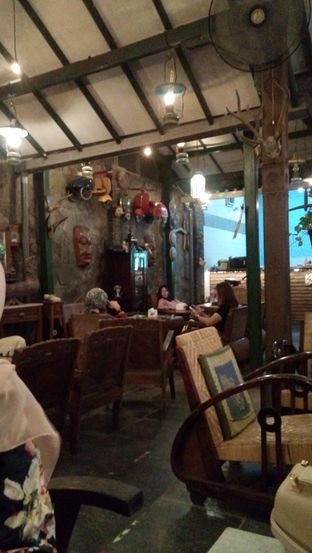Foto 7 - Interior di Grand Father Coffee Shop oleh Julia Intan Putri