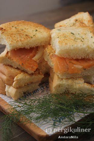 Foto 1 - Makanan di Lox Smoked Salmon oleh AndaraNila