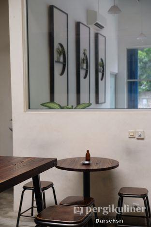 Foto 6 - Interior di Dailio Specialty Coffee oleh Darsehsri Handayani