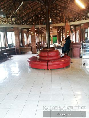 Foto 2 - Interior di Rumah Makan Rindang Alam oleh Dep