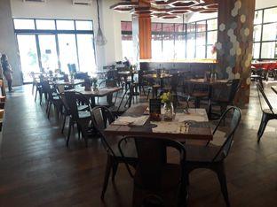 Foto 9 - Interior di Oh! Cafe oleh Nisanis