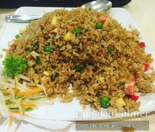 Foto - Makanan(nasi goreng nanas) di House of Wok oleh @mamiclairedoyanmakan