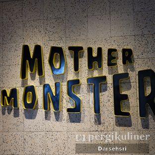 Foto review Mother Monster oleh Darsehsri Handayani 3