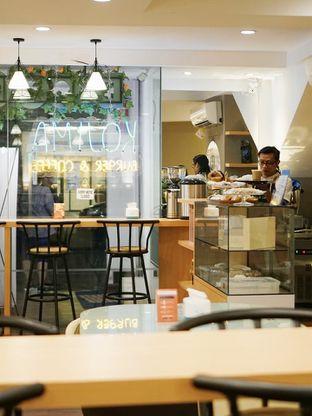 Foto 5 - Interior di Kojima Burger & Coffee oleh Huntandtreasure.id