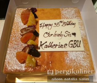 Foto - Makanan di Mandarin Oriental Cake Shop - Mandarin Oriental Hotel oleh Aileen • NonikJajan