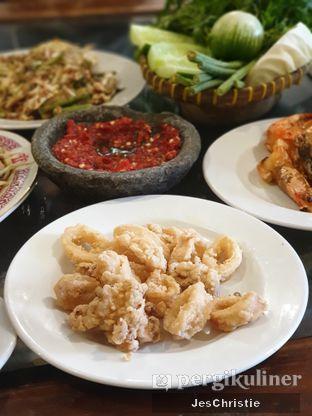 Foto 7 - Makanan(Cumi Goreng Tepung) di Lembur Kuring oleh JC Wen